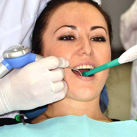 Чистка зубов Air flow, фото на прийомі у стоматолога