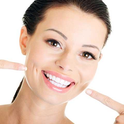 Блискуча посмішка після чистки зубів